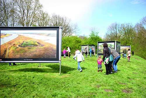 Tentoonstelling buiten kinderen Fort Vechten