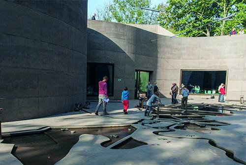 Waterliniemuseum buiten zonnig